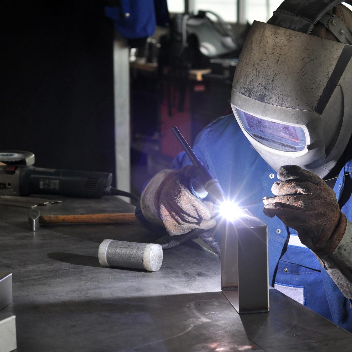 welding operator industry // Facharbeiter Metallbau schweißen